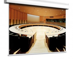 Adeo Alumax Моторизованный проекционный экран с шириной полотна 500 – 600 см.