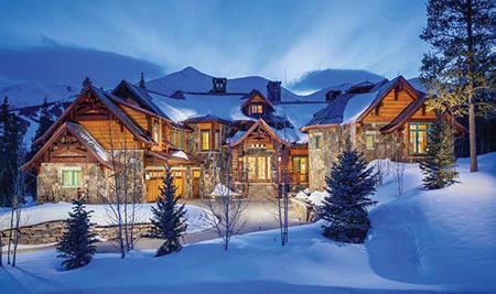 Этот лыжный домик в Колорадо площадью 15000 квадратных футов полностью автоматизированный с помощью решений компании Crestron с контролем дополнительными удобствами, такими как подогрев дороги и тротуаров с помощью системы снеготаяния.