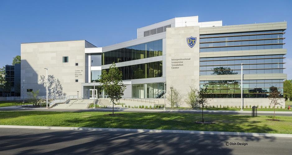 Межпрофессиональный Центр моделирования с эффектом погружения в виртуальную реальность Университета Толедо включает в себя три разных центра: Центр Виртуальной Реальности, Центр углубленной клинической симуляции и Центр прогрессивной анатомии и хирургических навыков. Фото принадлежит Университету Толедо.