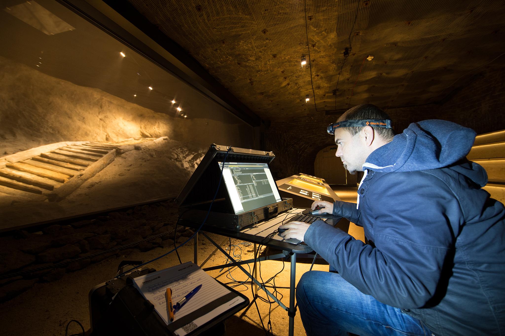 Система управления шоу, медиасистема, а также проекционный экран австрийской компании AV Stumpfl были использованы для реализации проекта «Кино бронзового века». Оборудование было инсталлировано в известной соляной шахте Salzwelten в Австрии. При этом помимо экрана в качестве холста для проекции также служит естественная известняковая скала.