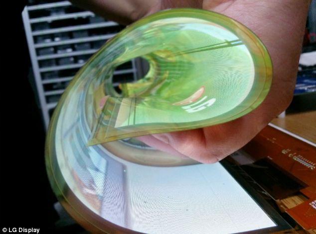 Компания LG Display показала рабочий рулонный телевизор (Roll-Up TV), который остается прозрачным, когда не используется. Ultra HD-экран использует специальную пленку вместо пластика в качестве задней стенки, которая позволяет сворачивать дисплей в плотный рулон для транспортировки.