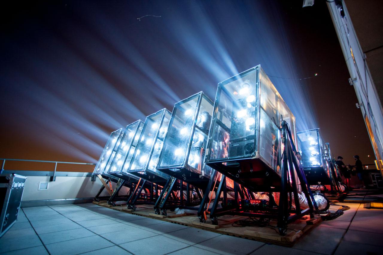 26 проекторов Christie Roadster HD20K-J и 12 проекторов Christie Roadster S + 22K-J были задействованы для проведения анимированного световое шоу «Projecting Change: The Empire State Building»